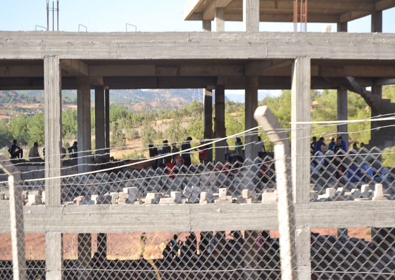 Iraq_2014_refugee_persectued_christian_fence